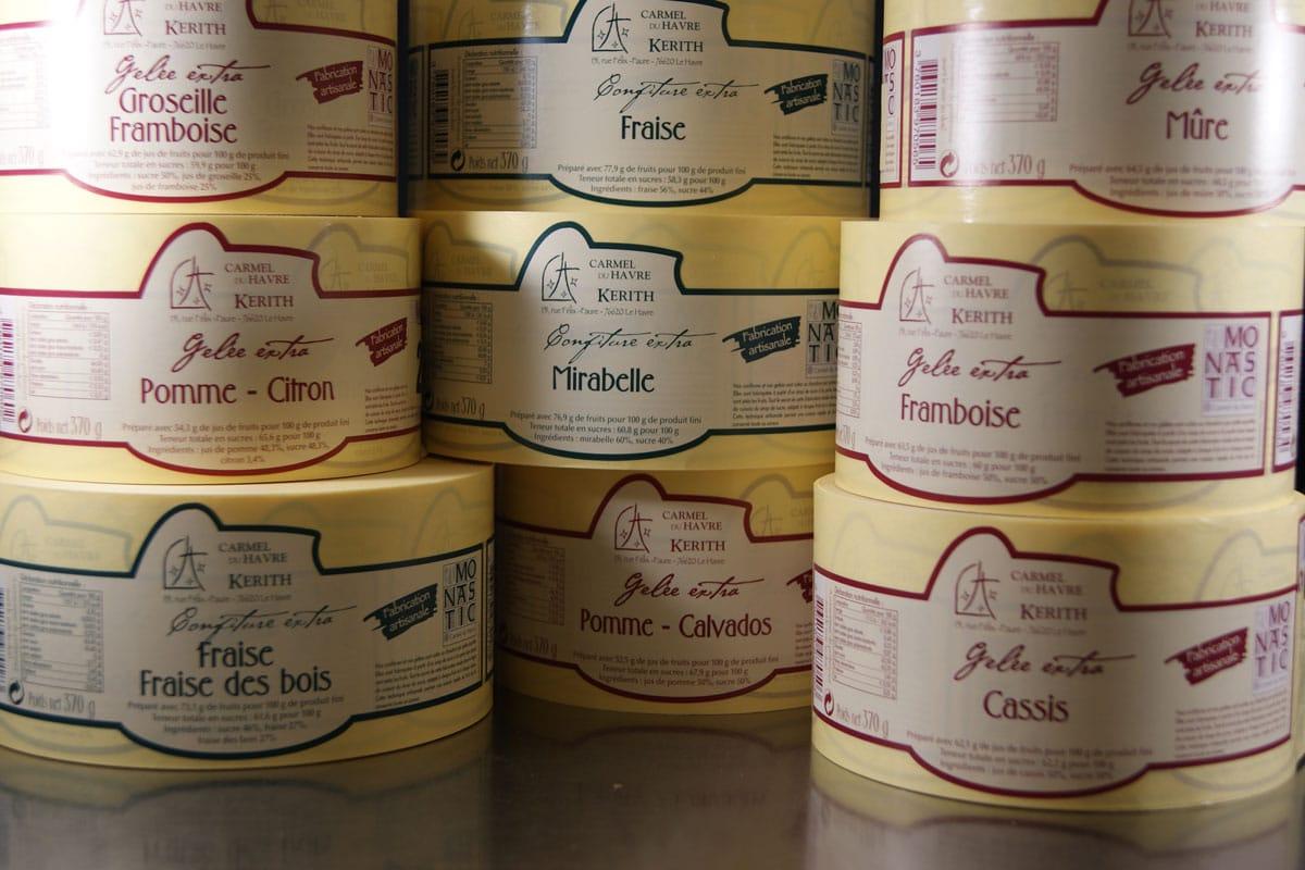 étiquettes des pots de confiture